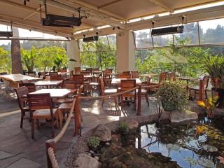 Del Mar Dining Patio