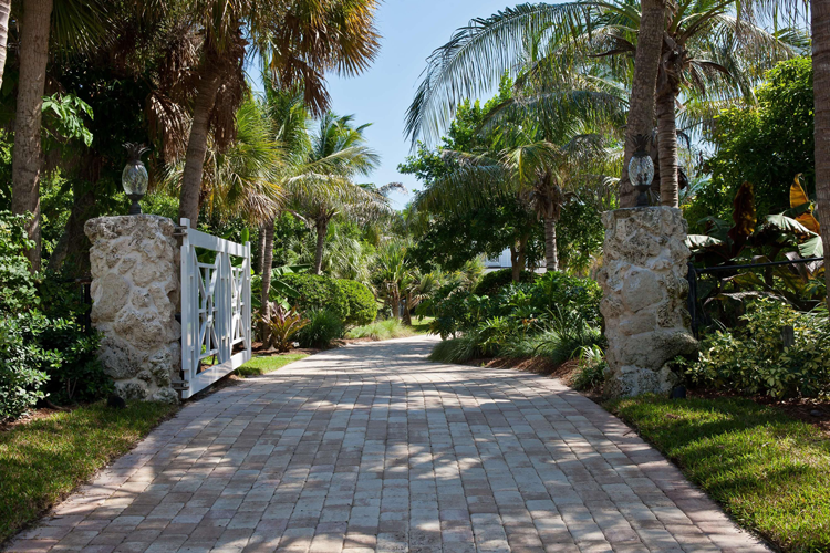 South Florida Estates With Lush Landscaping + Gorgeous Gardens