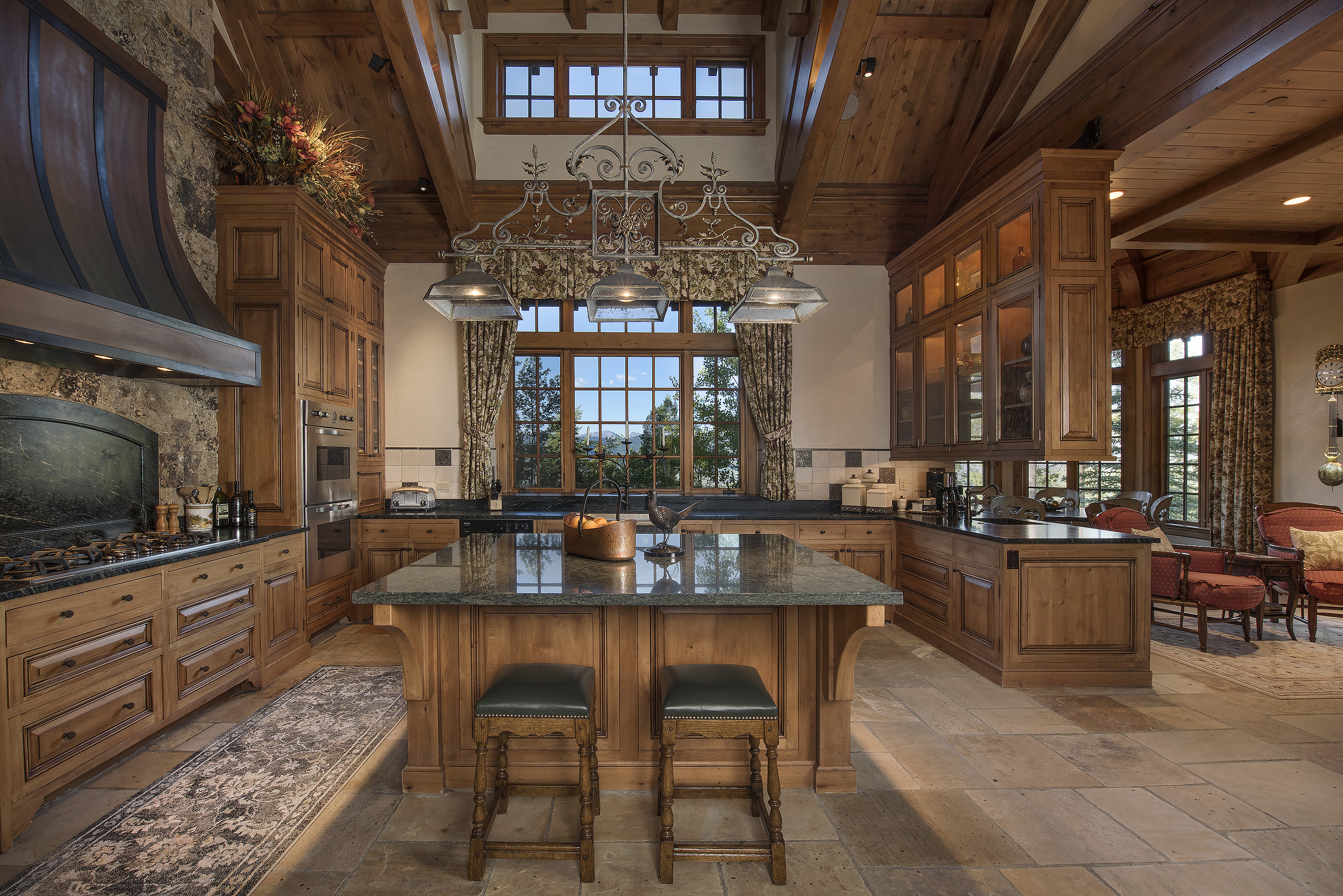Views and aesthetics were not left behind in the meticulous design of this extravagant kitchen.