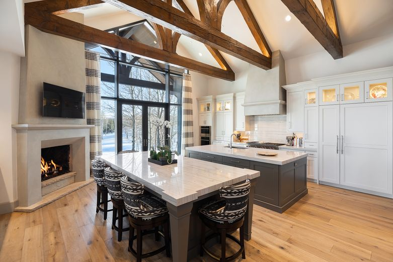 Bright kitchen with high-end finishes in Colorado luxury home - 909 Ute Forest Lane