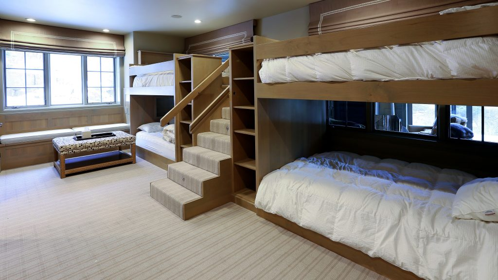 Luxury Bunk Bed Room in Arrowhead Mountain Home