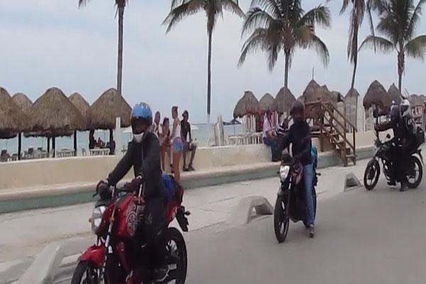 Motociclistas se quejan de acoso policiaco en Progreso