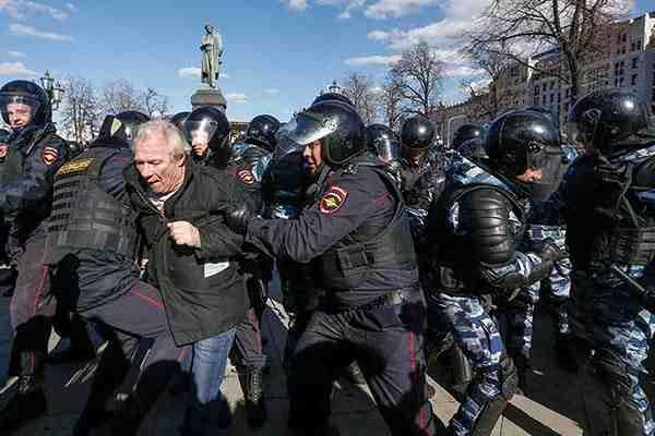 Protestas en Rusia: arrestan al líder de la opo...