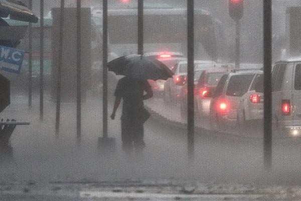 Lluvias y fuertes vientos se esperan para hoy e...
