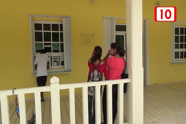 Fundación entrega becas a universitarios de Coz...