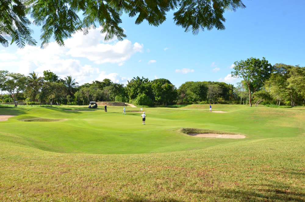 Dueños monthly golf tour