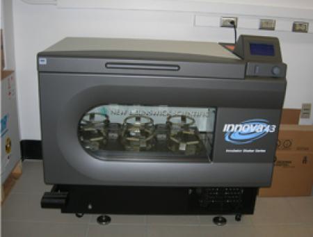 Innova 43 Incubator Shaker