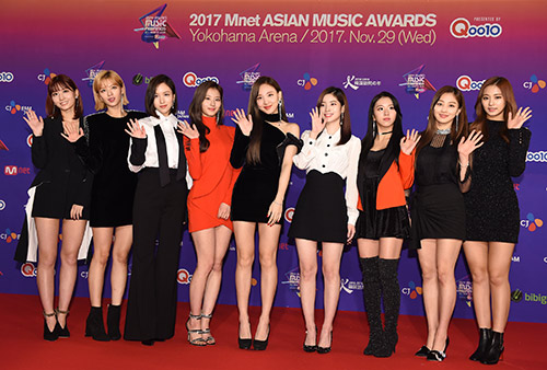 "Here Are Our 17 Favorite Photos from The ""2017 MAMA in Japan"" Red Carpet!"