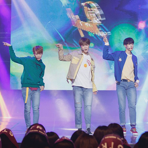 "[M CountDOWN] Ep. 500 – ASTRO Performs SHINee's ""Replay"" Special Stage"
