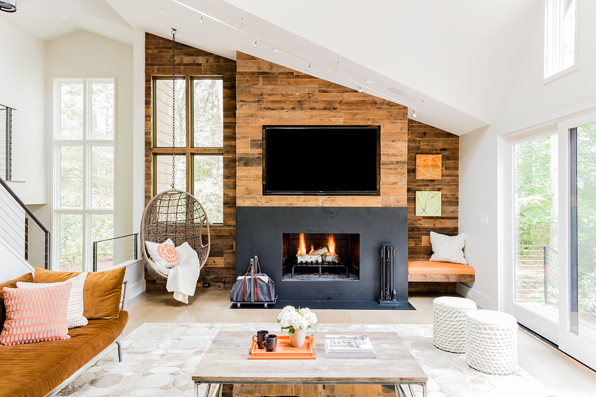 8 Rustic Fireplaces That Will Transform Your Home Into a Charming Cabin Retreat