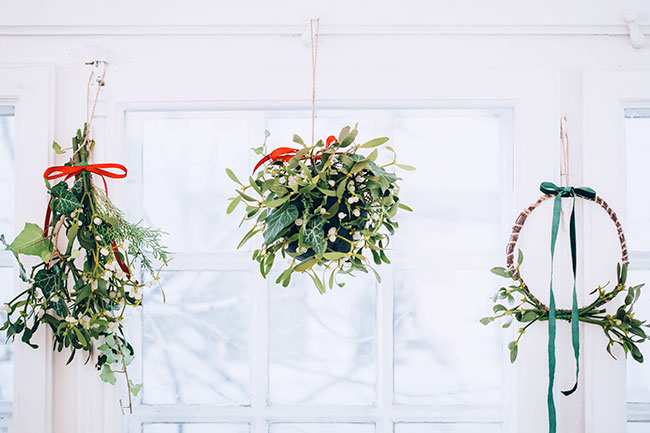 3 Easy Ways to Make Your Own Mistletoe Using Fresh Greenery