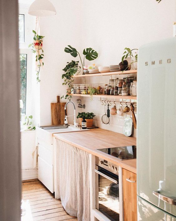 12 Bohemian Kitchens That Make Us Want to Cook While Wearing a Kaftan