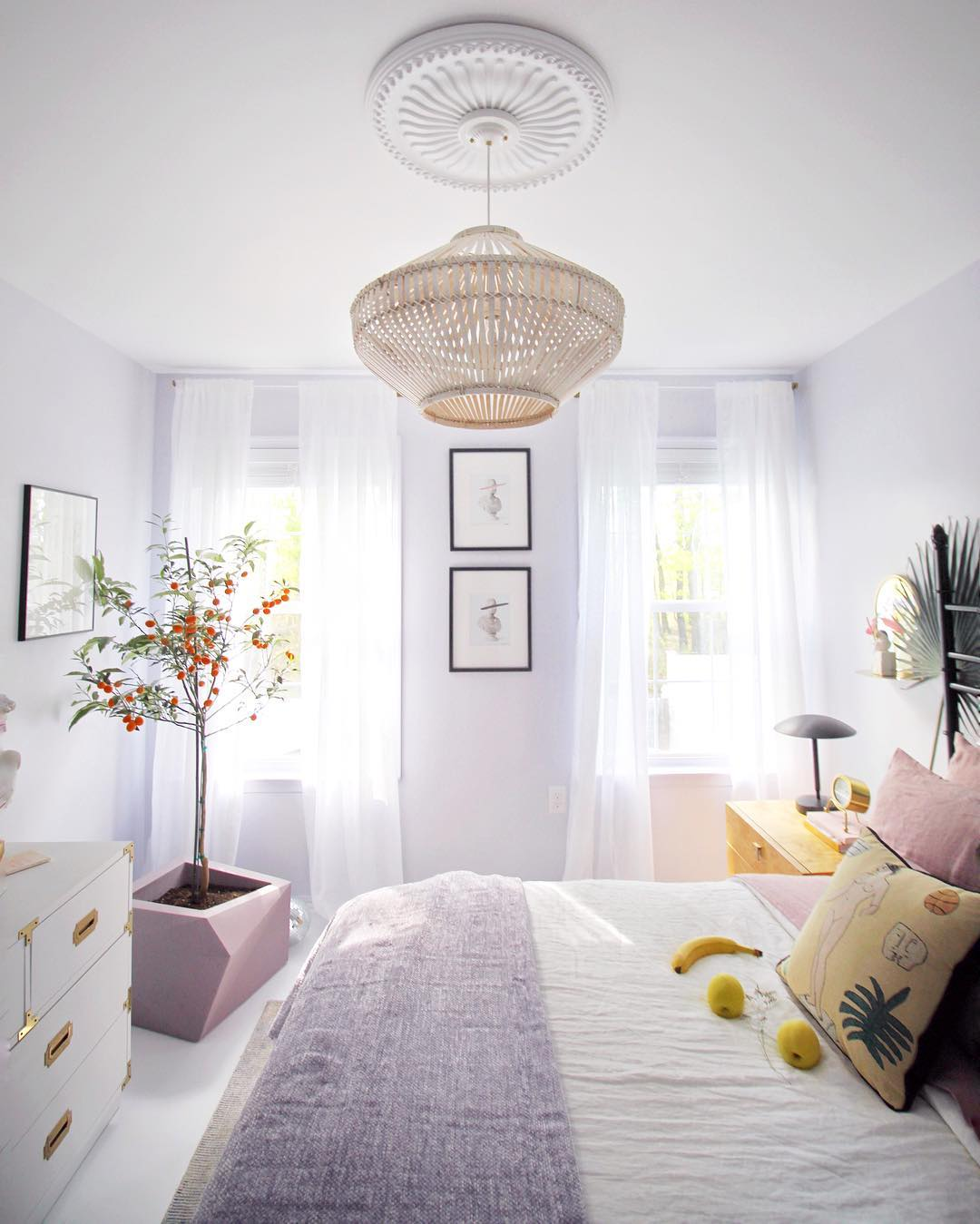 This Charming Bedroom Epitomizes Springtime Vibes