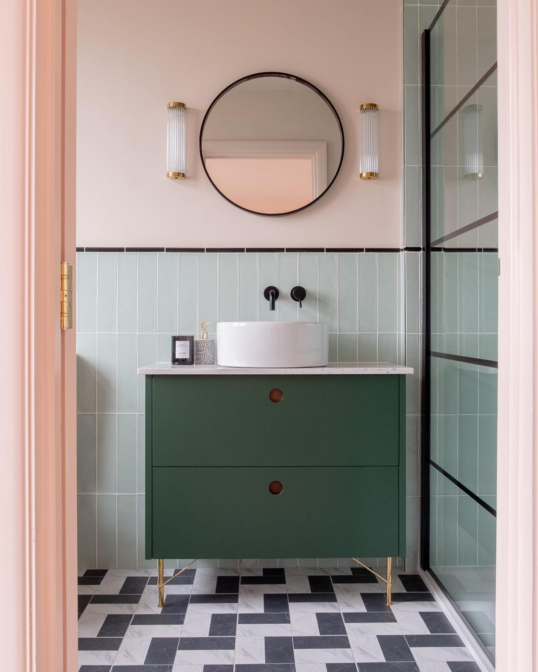 Mixing Old With New: 7 Vintage Bathroom Design Ideas That Will Make You Swoon