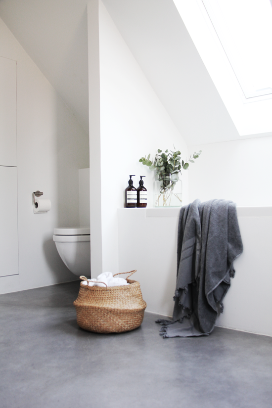 10 Photos That Will Convince You to Get a Concrete Bathroom Floor