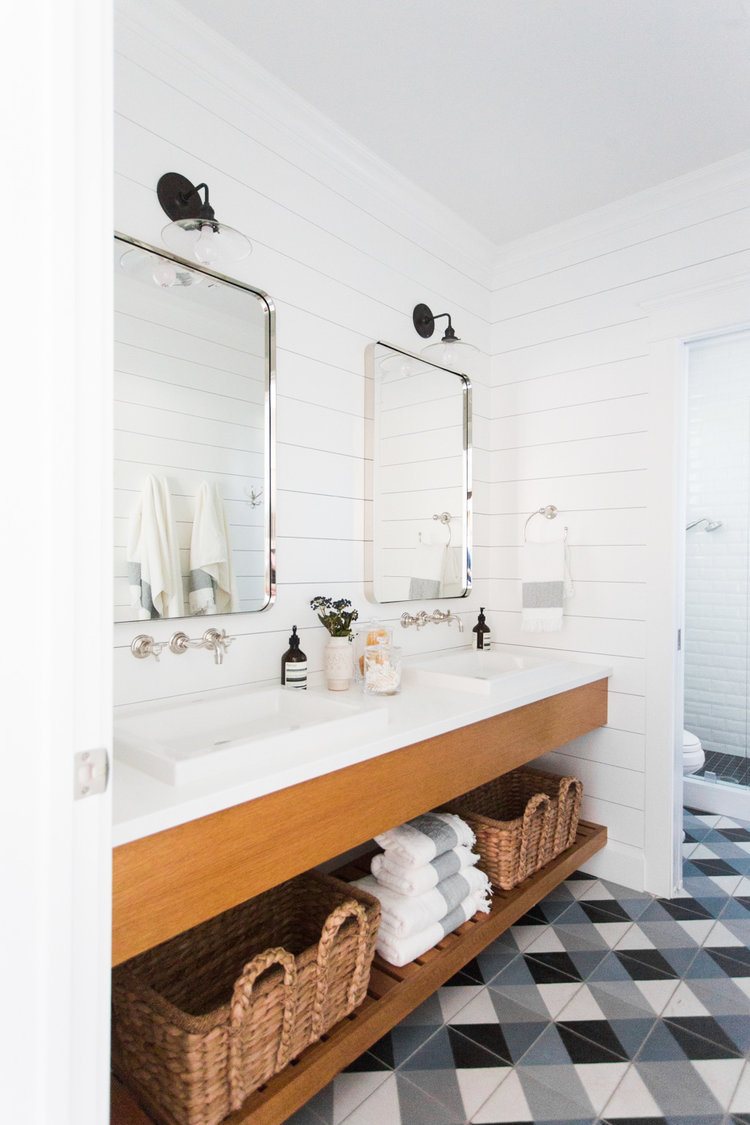 Farmhouse Bathroom Lighting Ideas That'll Make You Want to Move to the Countryside
