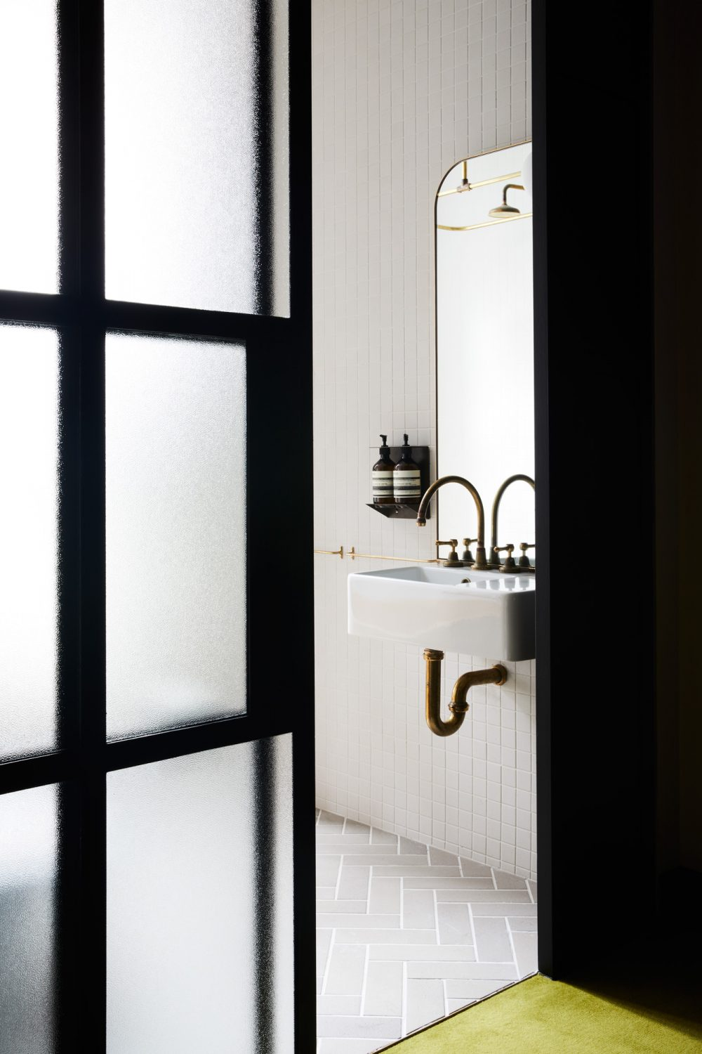 Currently Obsessing Over Wall-Mounted Bathroom Sinks, and Here's Why