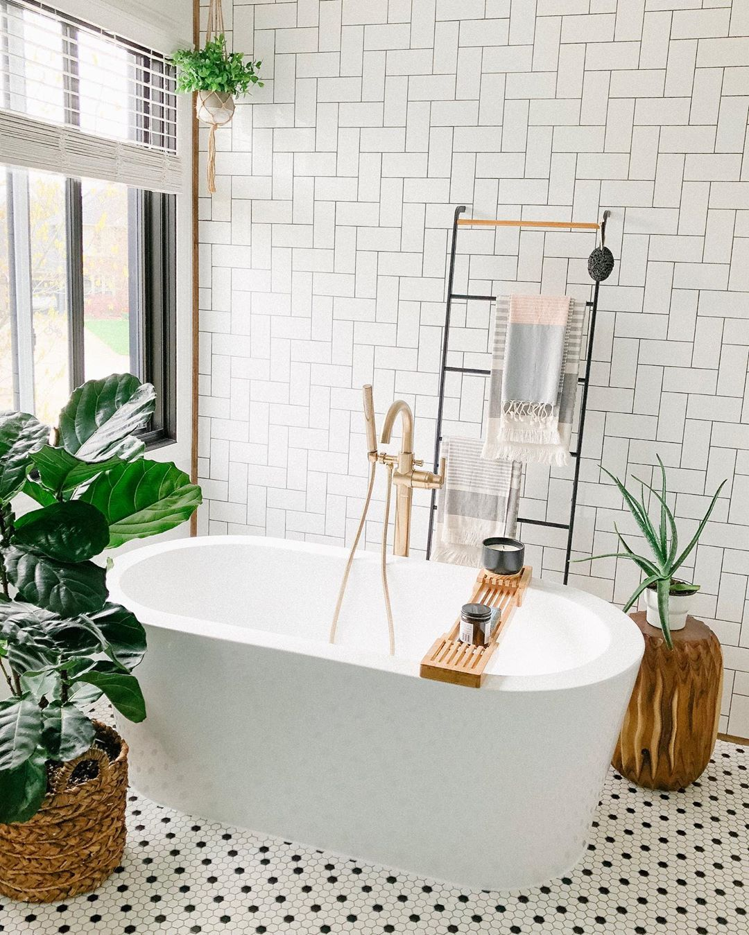 This Is How to Create an Exhale-Inducing Bathroom