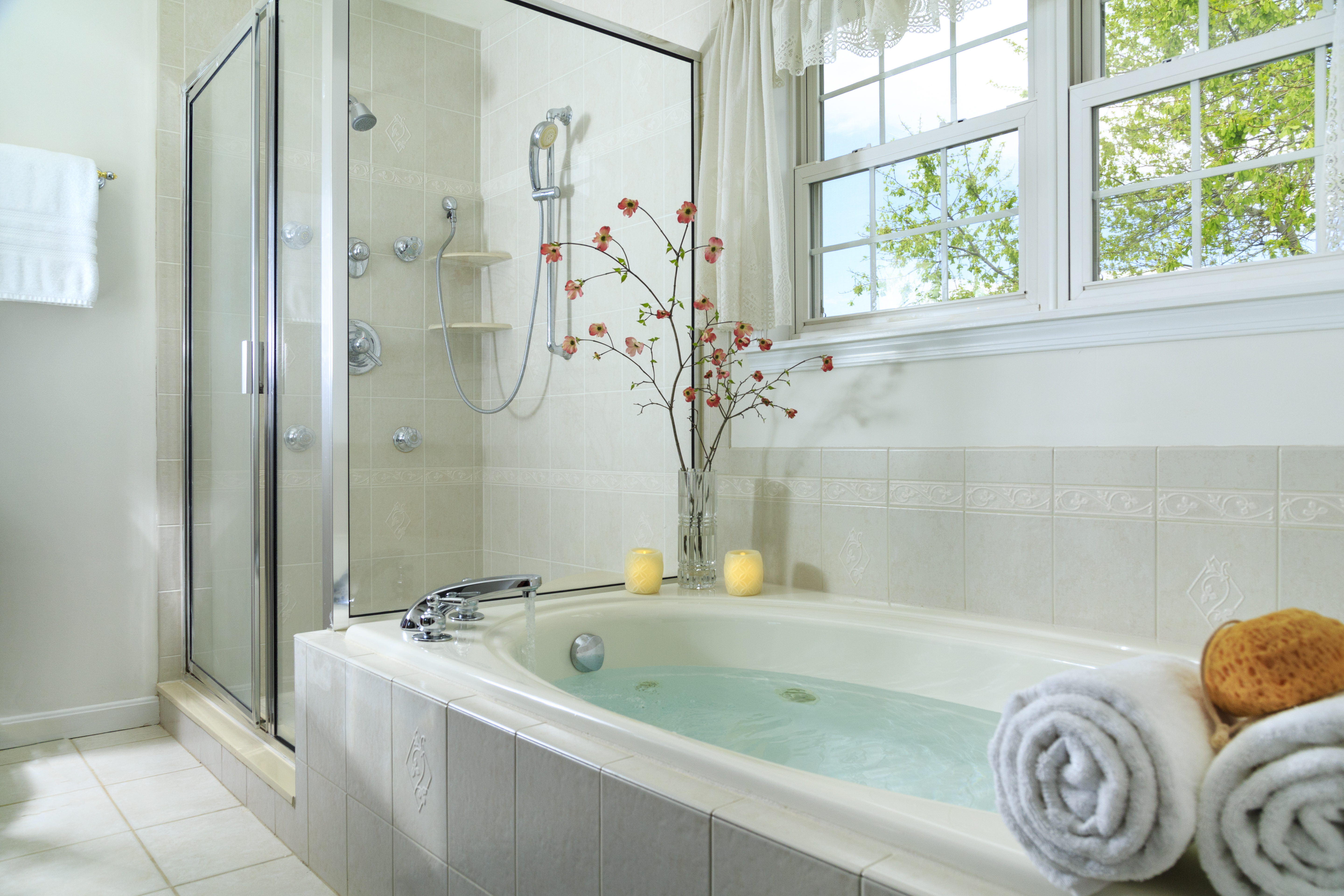 How to Fix a Whirlpool Tub That Does Not Have an Access Panel