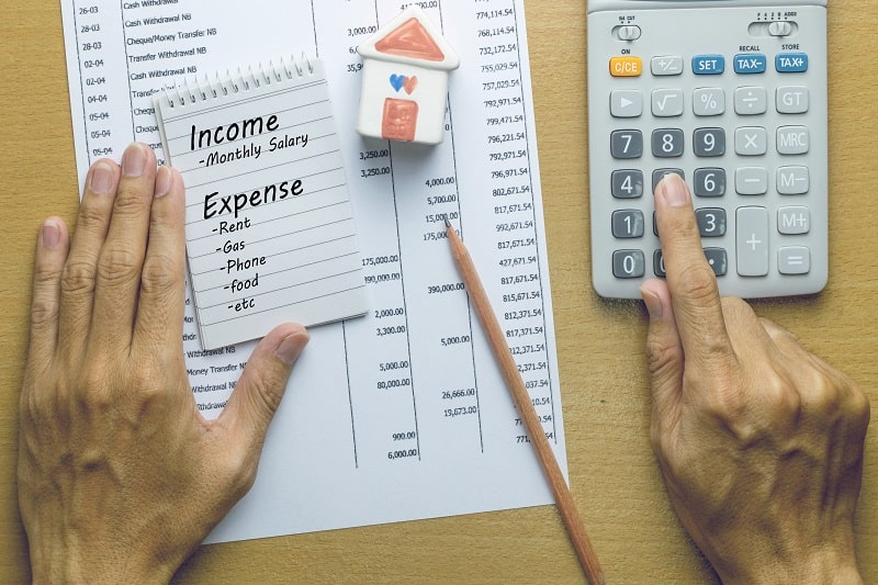 How to Balance Your Income and Expenses to Avoid Debt
