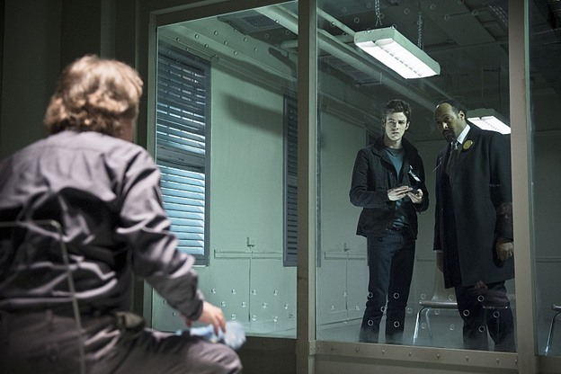 """The Flash -- """"Tricksters"""" -- Image FLA117A_0235b -- Pictured: (L-R) Mark Hamill as Jesse James, Grant Gustin as Barry Allen and Jesse L. Martin as Detective Joe West -- Photo: Diyah Pera/The CW -- © 2015 The CW Network, LLC. All rights reserved."""