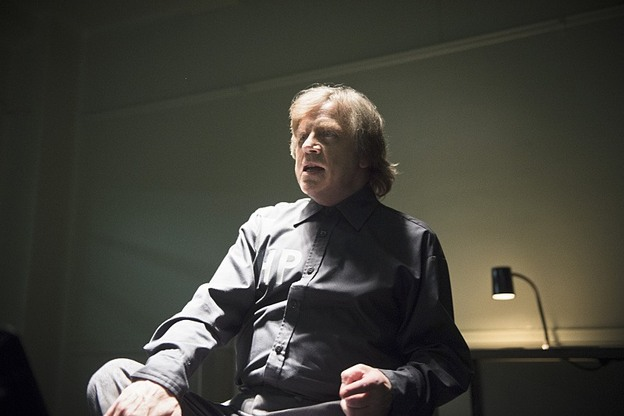 """The Flash -- """"Tricksters"""" -- Image FLA117A_0104b -- Pictured: Mark Hamill as Jesse James-- Photo: Diyah Pera/The CW -- © 2015 The CW Network, LLC. All rights reserved."""