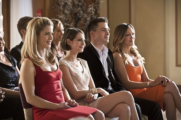 "Arrow--""Suicidal Tendencies""--Image AR317A_0243b--Pictured (L-R): Emily Bett Rickards as Felicity Smoak, Willa Holland as Thea Queen, Colton Haynes as Roy Harper, and Katie Cassady as Laurel Lance--Photo: Katie Yu/The CW--© 2015 The CW Network, LLC. All rights reserved."