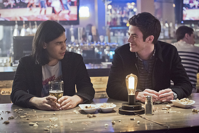 "The Flash -- ""Rogue Time"" -- Image FLA116B_0414b -- Pictured (L-R): Carlos Valdes as Cisco Ramon and Grant Gustin as Barry Allen -- Photo: Dean Buscher/The CW -- © 2015 The CW Network, LLC. All rights reserved."
