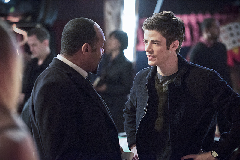 "The Flash -- ""Rogue Time""-- Image FLA116B_0321b -- Pictured (L-R): Jesse L. Martin as Detective Joe West and Grant Gustin as Barry Allen -- Photo: Dean Buscher/The CW -- © 2015 The CW Network, LLC. All rights reserved."