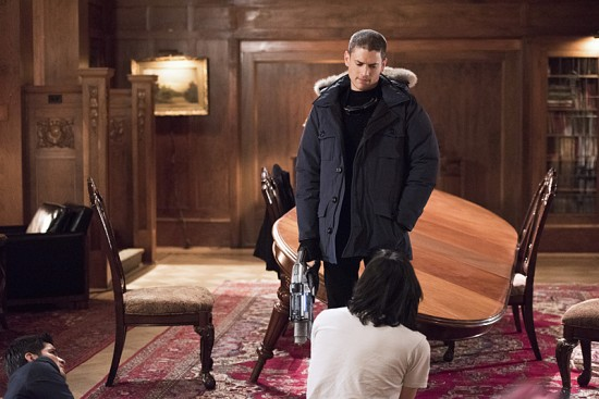 "The Flash--""Rogue Time""--image FLA116A_0535b--Pictured: (L-R) Wentworth Miller as Leonard Snart/Captain Cold, Nicholas Gonzalez as Dante Ramon and Carlos Valdes as Cisco Ramon Photo: Dean Buscher/The CW--© 2015 The CW Network, LLC. All rights reserved."