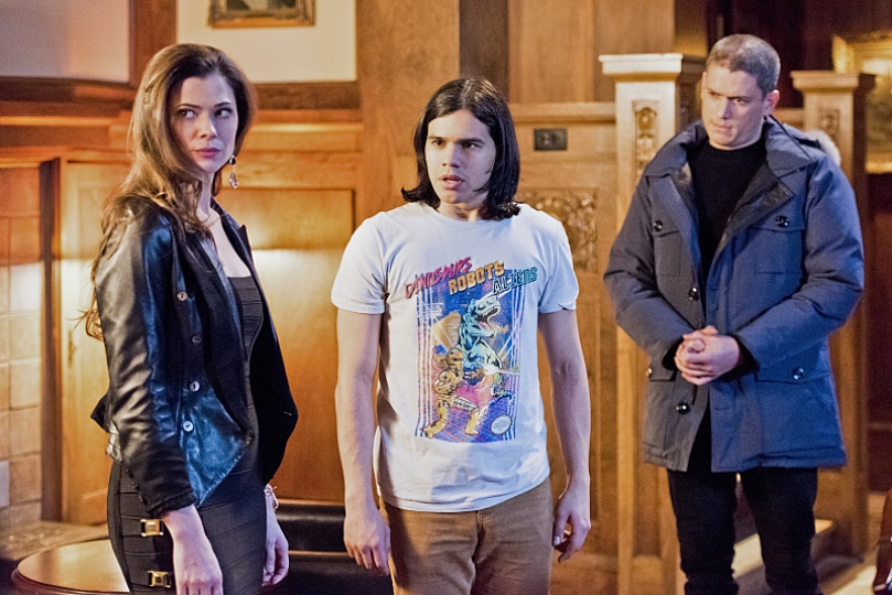 "The Flash--""Rogue Time""--image FLA116A_0480b--Pictured: (L-R) Peyton List as Lisa Snart, Carlos Valdes as Cisco Ramon and Wentworth Miller as Leonard Snart/Captain Cold--Photo: Dean Buscher/The CW--© 2015 The CW Network, LLC. All rights reserved."