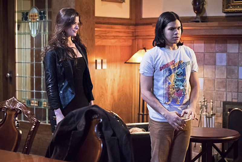 "The Flash--""Rogue Time""--image FLA116A_0441b--Pictured: (L-R) Peyton List as Lisa Snart and Carlos Valdes as Cisco Ramon--Photo: Dean Buscher/The CW--© 2015 The CW Network, LLC. All rights reserved."