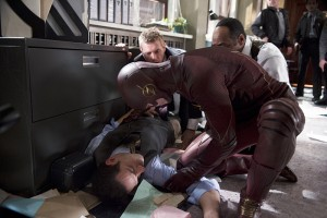 "The Flash -- ""Out of Time"" -- Image FLA115B_0446b -- Pictured (L-R): Patrick Sabongui as Captain Singh, Grant Gustin as The Flash Rick Cosnett as Detective Eddie Thawne, and Jesse L. Martin as Detective Joe West -- Photo: Diyah Pera/The CW -- © 2015 The CW Network, LLC. All rights reserved."