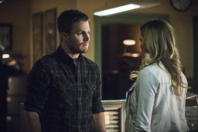 "Arrow -- ""Broken Arrow"" -- Image AR319B_0211b--Pictured (L-R): Stephen Amell as Oliver Queen and Katie Cassidy as Laurel Lance -- Photo: Cate Cameron/The CW -- © 2015 The CW Network, LLC. All Rights Reserved."