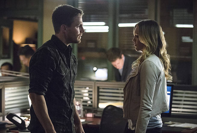 "Arrow -- ""Broken Arrow"" -- Image AR319B_0184b--Pictured (L-R): Stephen Amell as Oliver Queen and Katie Cassidy as Laurel Lance -- Photo: Cate Cameron/The CW -- © 2015 The CW Network, LLC. All Rights Reserved."