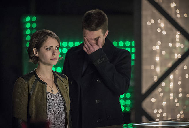 "Arrow -- ""Broken Arrow"" -- Image AR319B_0110b -- Pictured (L-R): Willa Holland as Thea Queen, and Stephen Amell as Oliver Queen -- Photo: Cate Cameron/The CW -- © 2015 The CW Network, LLC. All Rights Reserved."
