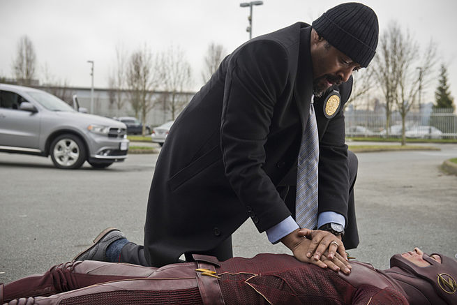 "The Flash -- ""All Star Team Up"" -- Image FLA118B_0006b -- Pictured (L-R): Jesse L. Martin as Detective Joe West and Grant Gustin as The Flash -- Photo: Cate Cameron/The CW -- © 2015 The CW Network, LLC. All rights reserved."