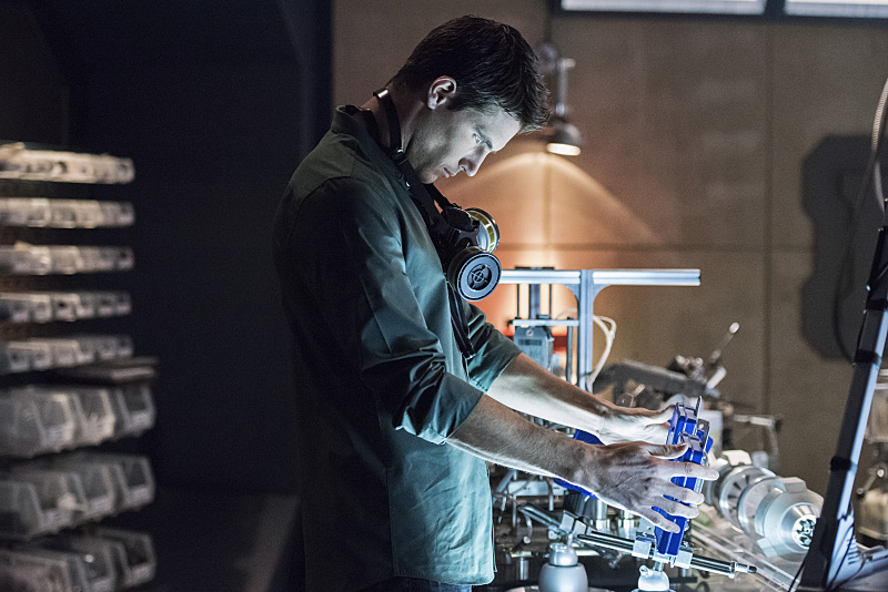 "The Flash -- ""Fast Enough"" -- Image FLA123C_0088b -- Pictured: Robbie Amell as Ronnie -- Photo: Dean Buscher/The CW -- © 2015 The CW Network, LLC. All rights reserved."