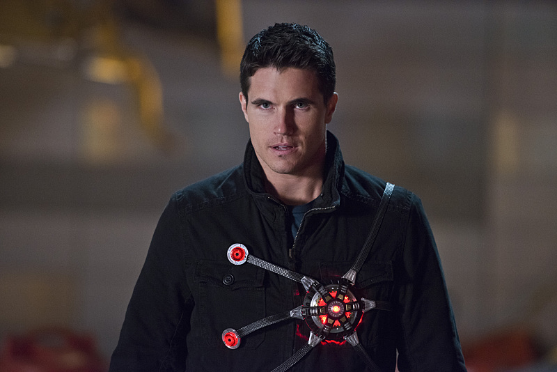 "The Flash -- ""Rogue Air"" -- Image FLA122B_0289b -- Pictured: Robbie Amell as Ronnie / Firestorm -- Photo: Diyah Pera/The CW -- © 2015 The CW Network, LLC. All rights reserved."