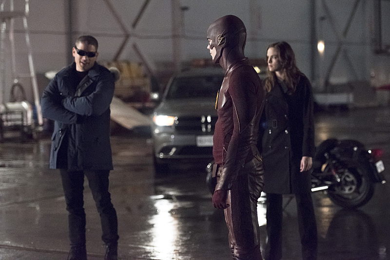 "The Flash -- ""Rogue Air"" -- Image FLA122A_0057b -- Pictured (L-R): Wentworth Miller as Leonard Snart / Captain Cold, Grant Gustin as Barry Allen / The Flash and Danielle Panabaker as Caitlin Snow -- Photo: Dean Buscher/The CW -- © 2015 The CW Network, LLC. All rights reserved."