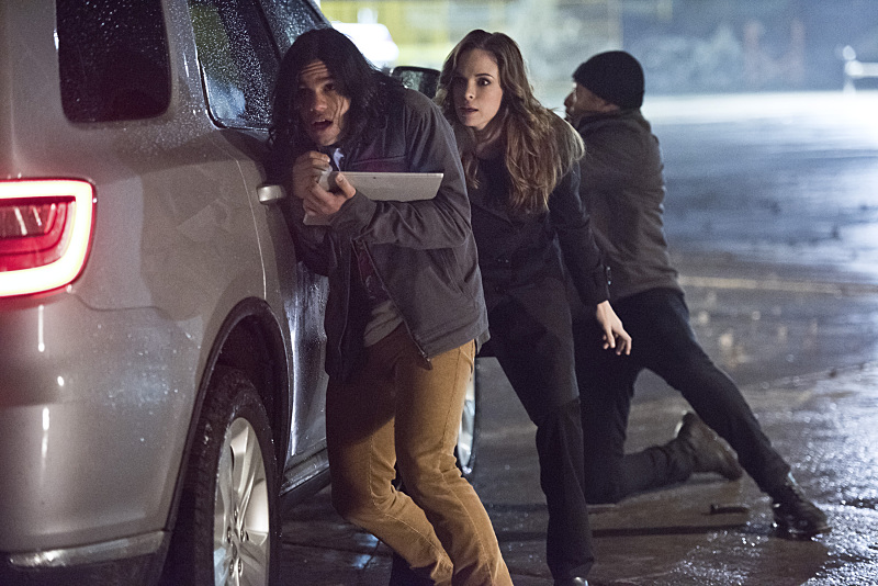 "The Flash -- ""Rogue Air"" -- Image FLA122A_0165b -- Pictured (L-R): Carlos Valdes as Cisco Ramon, Danielle Panabaker as Caitlin Snow and Jesse L. Martin as Detective Joe West -- Photo: Dean Buscher/The CW -- © 2015 The CW Network, LLC. All rights reserved."