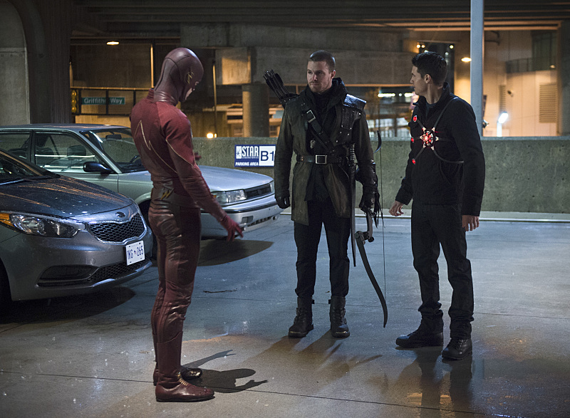 "The Flash -- ""Rogue Air"" -- Image FLA122B_0101b -- Pictured (L-R): Grant Gustin as Barry Allen / The Flash, Stephen Amell as Oliver Queen / Arrow and Robbie Amell as Ronnie / Firestorm -- Photo: Diyah Pera/The CW -- © 2015 The CW Network, LLC. All rights reserved."