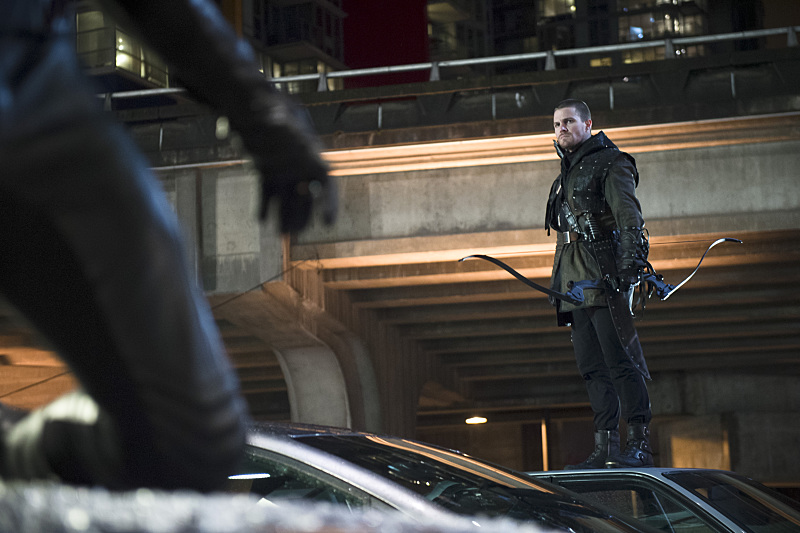 "The Flash -- ""Rogue Air"" -- Image FLA122B_0149b -- Pictured: Stephen Amell as Oliver Queen / Arrow  -- Photo: Diyah Pera/The CW -- © 2015 The CW Network, LLC. All rights reserved."