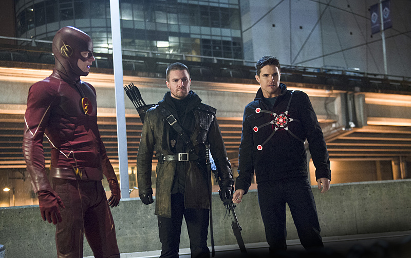 "The Flash -- ""Rogue Air"" -- Image FLA122B_0161b -- Pictured (L-R): Grant Gustin as Barry Allen / The Flash, Stephen Amell as Oliver Queen / Arrow and Robbie Amell as Ronnie / Firestorm -- Photo: Diyah Pera/The CW -- © 2015 The CW Network, LLC. All rights reserved."