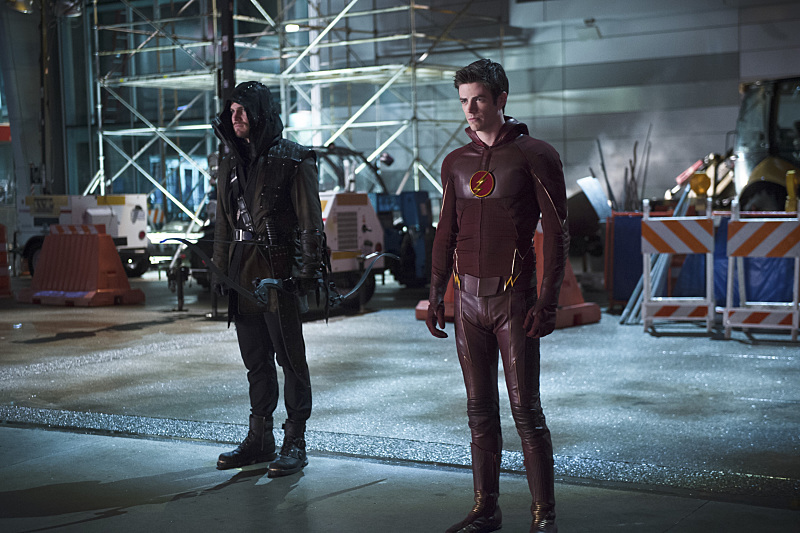 "The Flash -- ""Rogue Air"" -- Image FLA122B_0279b -- Pictured (L-R): Stephen Amell as Oliver Queen / Arrow  and Grant Gustin as Barry Allen / The Flash -- Photo: Diyah Pera/The CW -- © 2015 The CW Network, LLC. All rights reserved."