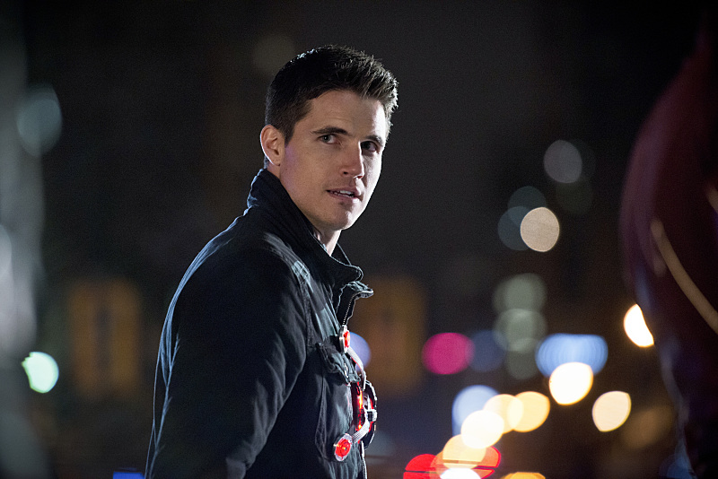 "The Flash -- ""Rogue Air"" -- Image FLA122B_0379b -- Pictured: Robbie Amell as Ronnie / Firestorm -- Photo: Diyah Pera/The CW -- © 2015 The CW Network, LLC. All rights reserved."