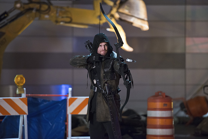 "The Flash -- ""Rogue Air"" -- Image FLA122B_0389b -- Pictured: Stephen Amell as Oliver Queen / Arrow  -- Photo: Diyah Pera/The CW -- © 2015 The CW Network, LLC. All rights reserved."