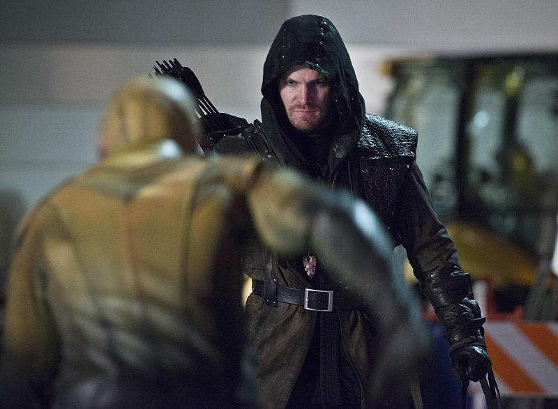 "The Flash -- ""Rogue Air"" -- Image FLA122B_0425bc -- Pictured: Stephen Amell as Oliver Queen / Arrow  -- Photo: Diyah Pera/The CW -- © 2015 The CW Network, LLC. All rights reserved."