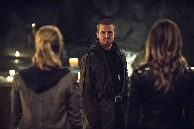 "Arrow -- ""This is Your Sword"" -- Image AR322B_0129b -- Pictured: Stephen Amell as Oliver Queen -- Photo: Cate Cameron/The CW -- © 2015 The CW Network, LLC. All Rights Reserved."