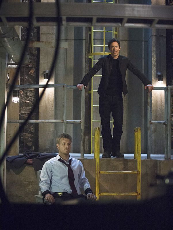 """The Flash -- """"Grodd Lives"""" -- Image FLA121B_0130bc -- Pictured (L-R): Rick Cosnett as Detective Eddie Thawne and Tom Cavanagh as Harrison Wells -- Photo: Cate Cameron/The CW -- © 2015 The CW Network, LLC. All rights reserved."""